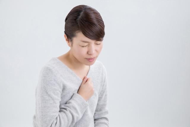 高齢者に多い不顕性誤嚥は肺炎のリスクを高める
